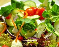 Avokádový salát s rukolou a sýrem