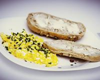 Vaječná omeleta se šunkou a sýrem